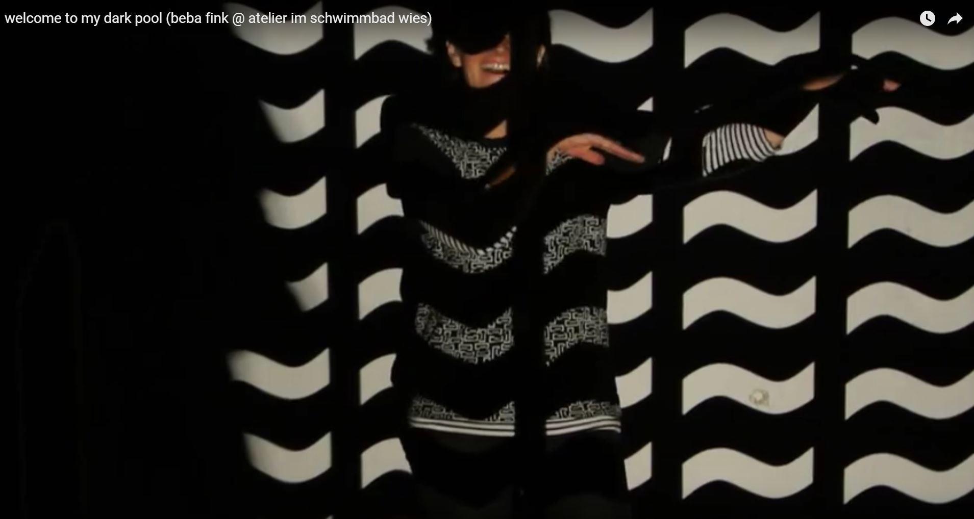 Beba Fink im Atelier im Schwimmbad (Videostill, (c) Kulturinitiative Kürbis)