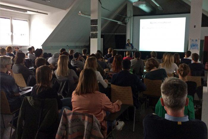 "Meine Lecture im Atelier des Studiengangs ""Informationsdesign"". Foto: Verena Kolm / FH Joanneum"
